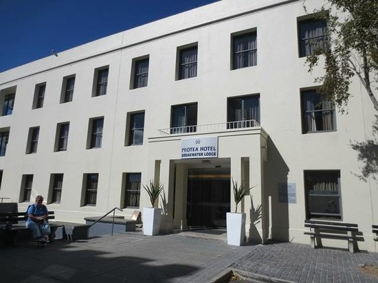 Protea Hotel by Marriott Cape Town Waterfont Breakwater Lodge: Front of Hotel