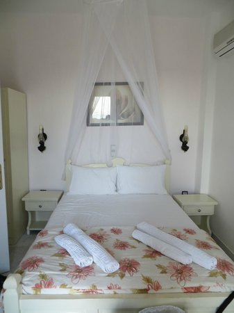 Faros Villa Small Hotel: Our bedroom
