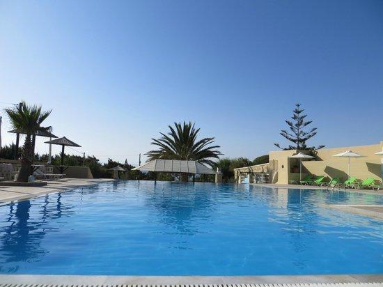 Faros Villa Small Hotel: Pool area