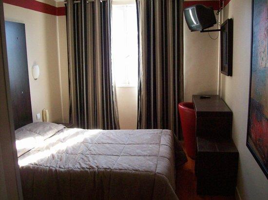 Hotel Jeanne d'Arc: Cama habitación individual