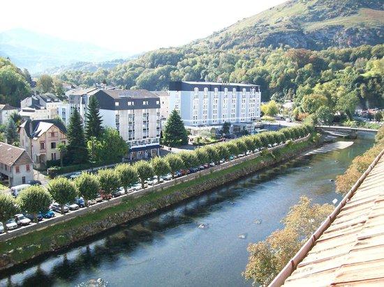 Hotel Jeanne d'Arc: Río Grave y su paseo visto desde ventana