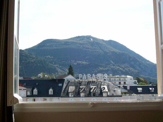 Hotel Jeanne d'Arc: desde la ventana veo la subida del Pico Jer