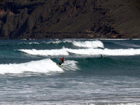 Red Star Surf & Yoga Camp: Famara beach