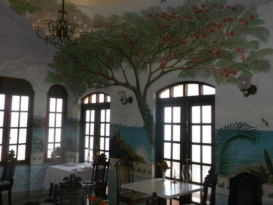 Horned Dorset Primavera: restaurant murals