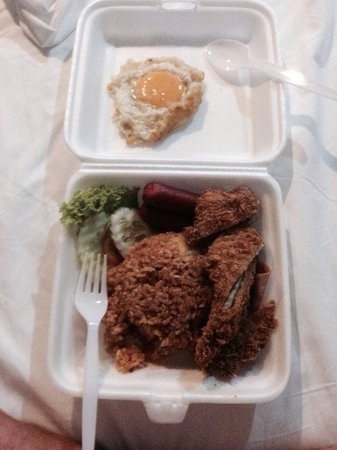Uptown Restaurant: Ordered chicken fillet on rice and got deep fried chicken pieces with ham, egg and sausages on r