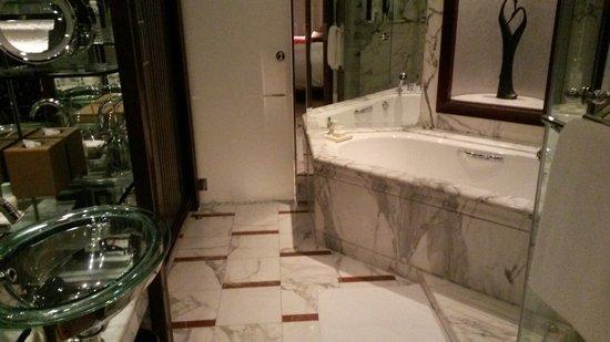 Grand Hyatt Shanghai: Bathroom