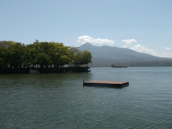 Jicaro Island Ecolodge Granada: more wonderful views over to volcano