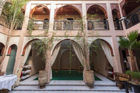 Riad Dar Anika: Innenhof, mit Pool