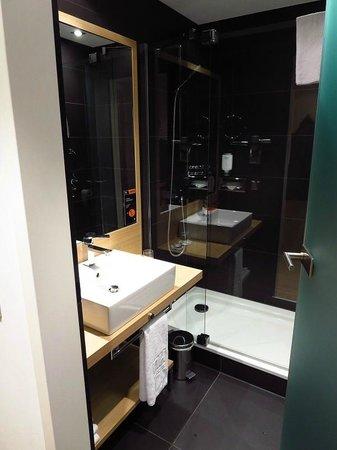NH Berlin Potsdamer Platz : Bathroom in room 616