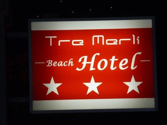 Tre Merli Beach Hotel: Look for the sign!