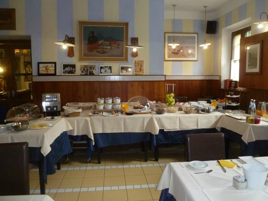 Tre Merli Beach Hotel: Bountiful Breakfast Buffet!