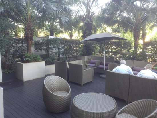 Hotel Fort Canning: Garden lounge *(Junior Suite)