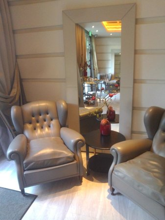 Hotel Fort Canning: Private Lounge *(Junior Suite)