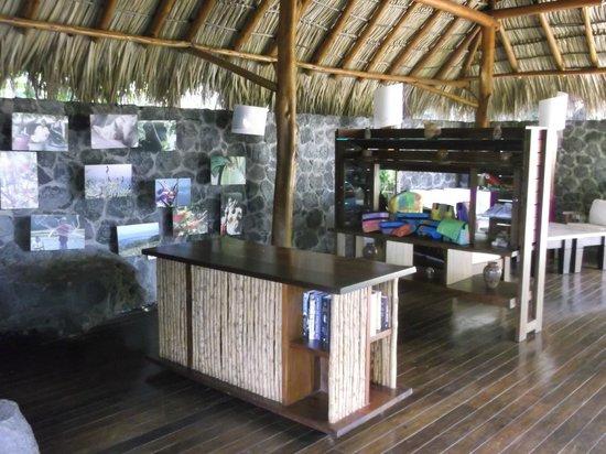 Jicaro Island Ecolodge Granada: library
