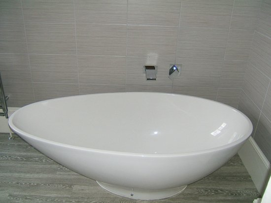 The Norfolk Mead Hotel: Bath in Chanterelle Room