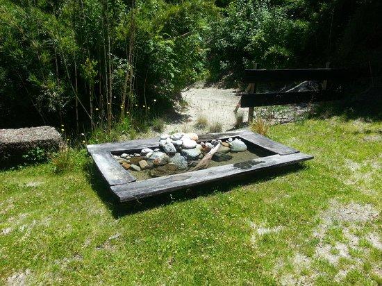 Fehu Eco Lofts : Fuente hecha de vertiene.