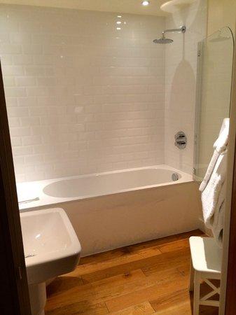 The Varsity Hotel & Spa: Bathroom
