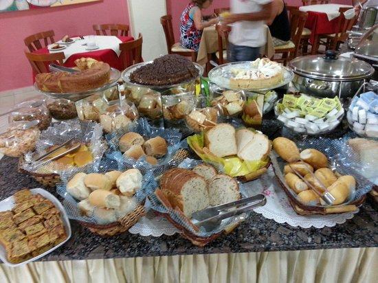 Bombinhas Praia Apart Hotel : Desayuno