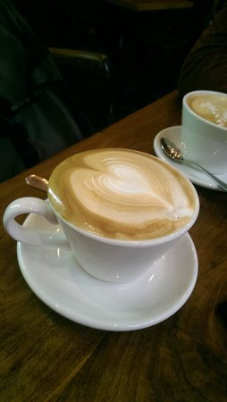 Garlands Eatery and Coffee House: Perfect Flat White, poured at your table to your liking