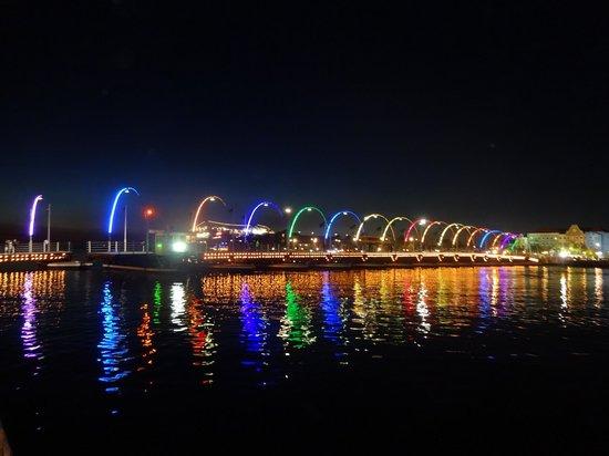 Pont de la Reine Emma : Ponte a noite