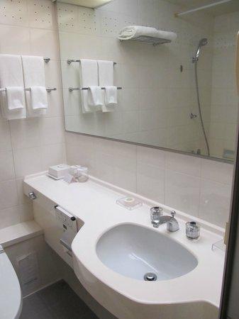 Radisson Hotel Narita: small but nice bathroom