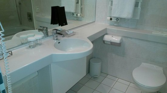 Holiday Inn Munich Unterhaching: Bagno
