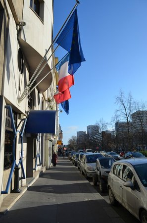 Timhotel Paris Place D'Italie: Front Entrance