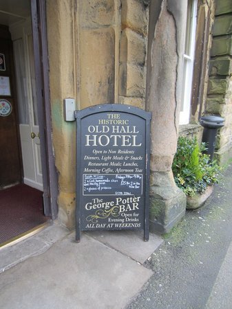 The Old Hall Hotel: Entance