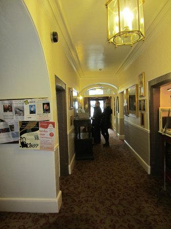 The Old Hall Hotel: Entrance corridor