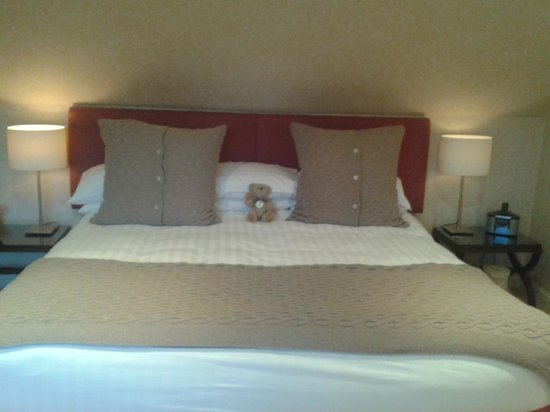 Rufflets Hotel : Our bed.