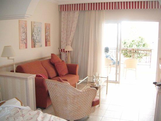 Gran Castillo Tagoro Family & Fun : sitting area in bedroom.