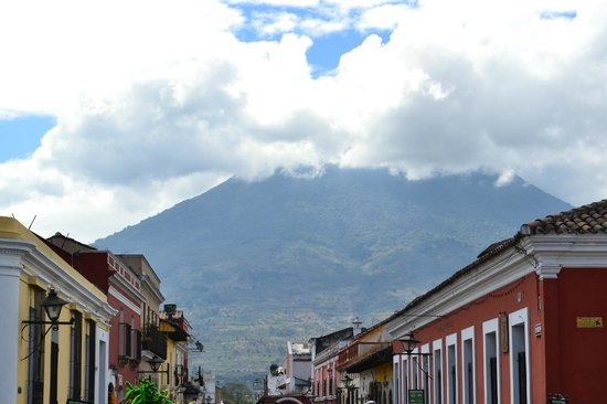 La Plaza (Parque Central): View from the Parque Central towards the Mountains