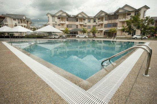 Seri Bayu Resort: Swimming Pool