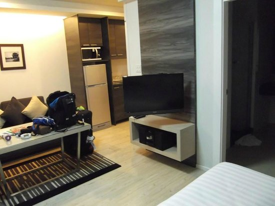 Classic Kameo Hotel & Serviced Apartments Ayutthaya : flat screen TV but very few English channels