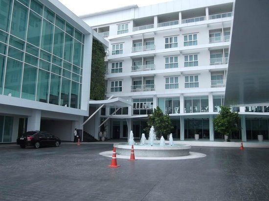 Classic Kameo Hotel & Serviced Apartments Ayutthaya : All these rooms face the road so potential street noise