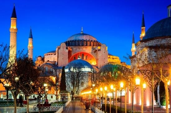GLK PREMIER Regency Suites & Spa: Hagia Sofia moments away from the Best Western Hotel