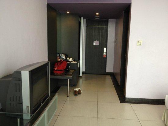 FM7 Resort Hotel Jakarta: Room Picture 3 - Doorway