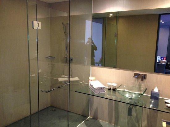 FM7 Resort Hotel Jakarta: Toilet