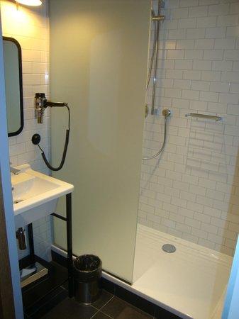 pentahotel Prague: Bathroom