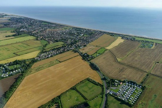 Cherry Tree Touring Park: Birds eye view of Cherry Tree Site and Sutton on Sea