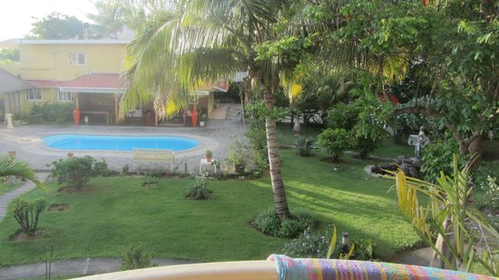 La Mariposa: vue sur jardin et piscine