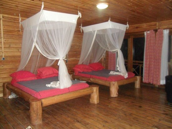 Cormoran Lodge : Beds with mosquito net