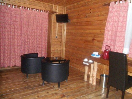 Cormoran Lodge : Sitting Area in the room
