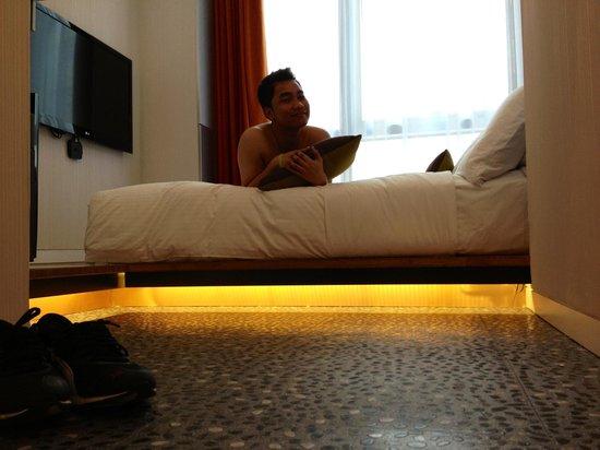 Ovolo Noho: The room cool shining floor :D