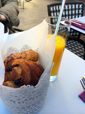 Perlette : Mini viennoiseries & jus d'orange pressé