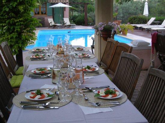 Le Mas des Cigales: table d'hôtes
