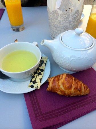 Perlette : Thé & viennoiserie