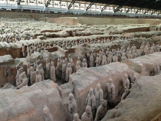 Museo de los Guerreros de Terracota y Caballos de Qin Shihuang: Exército de estátuas impressionante