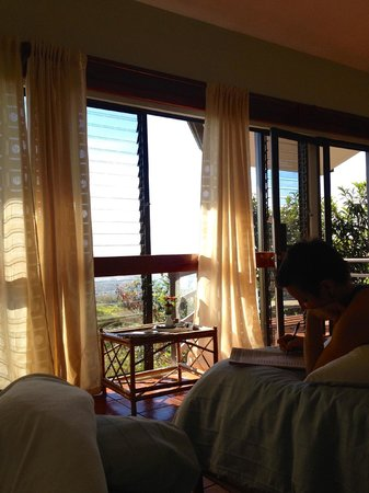Pura Vida Retreat & Spa : Room 407 with 2 twin beds and 1 double.