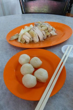 Chung Wah Chicken Rice Ball: Five small balls of chicken rice - that looked suspiciously like fishballs.